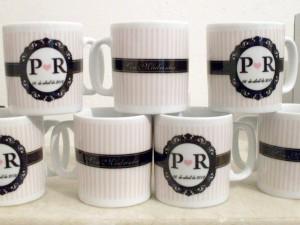 Canecas de porcelana com personalização temática.