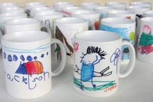 canecas porcelana, com desenho feitos por crianças