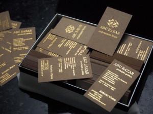 Cartões de visita em papel Kraft e impressão dourada, hot stamping.