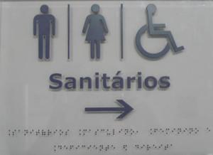 Placa sinalização em Braille Sanitários em acrílico e aço.