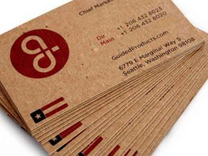 Cartão de visitapapel Kraft e impressão tipográfica