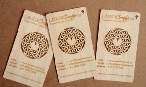 cartão de visita madeira, com impressão a laser