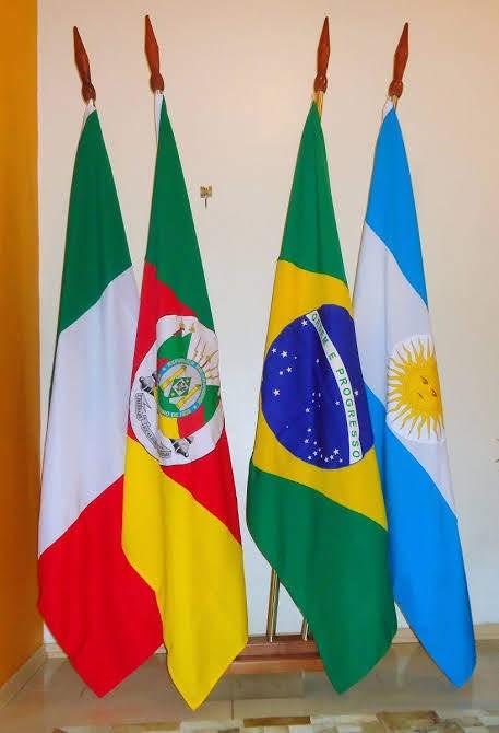 Bandeiras com o mastro