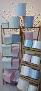 caixas de presentes redondas e quadradas